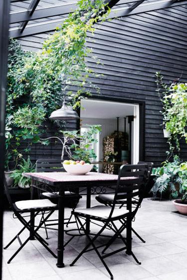 Black-summerhouse-5