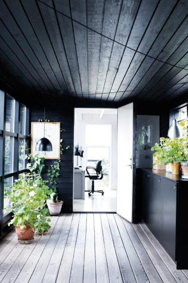 Black-summerhouse