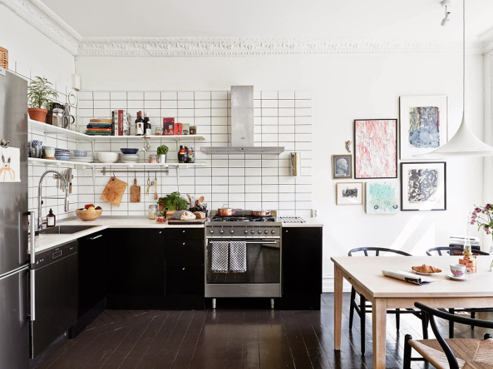 Bohemian black and white apartment in Sweden_2