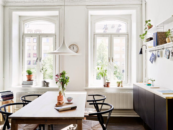 Bohemian black and white apartment in Sweden_3