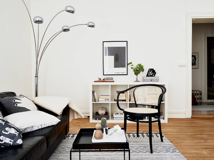 Stylish monochrome apartment in Sweden_2