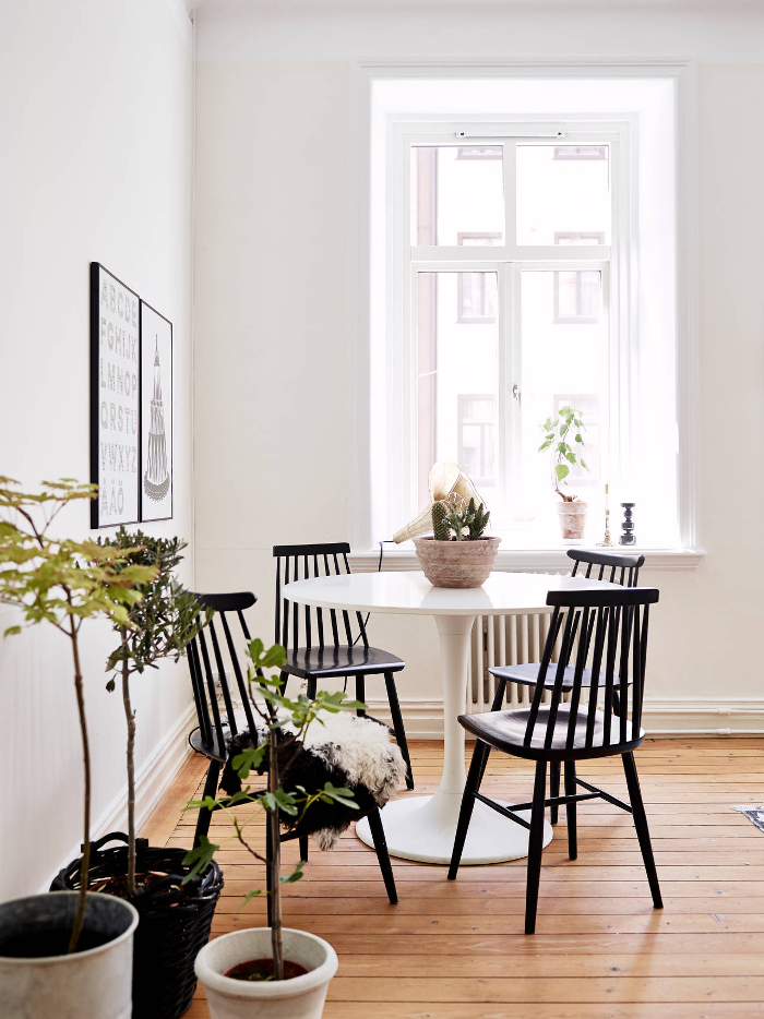 Stylish monochrome apartment in Sweden_4