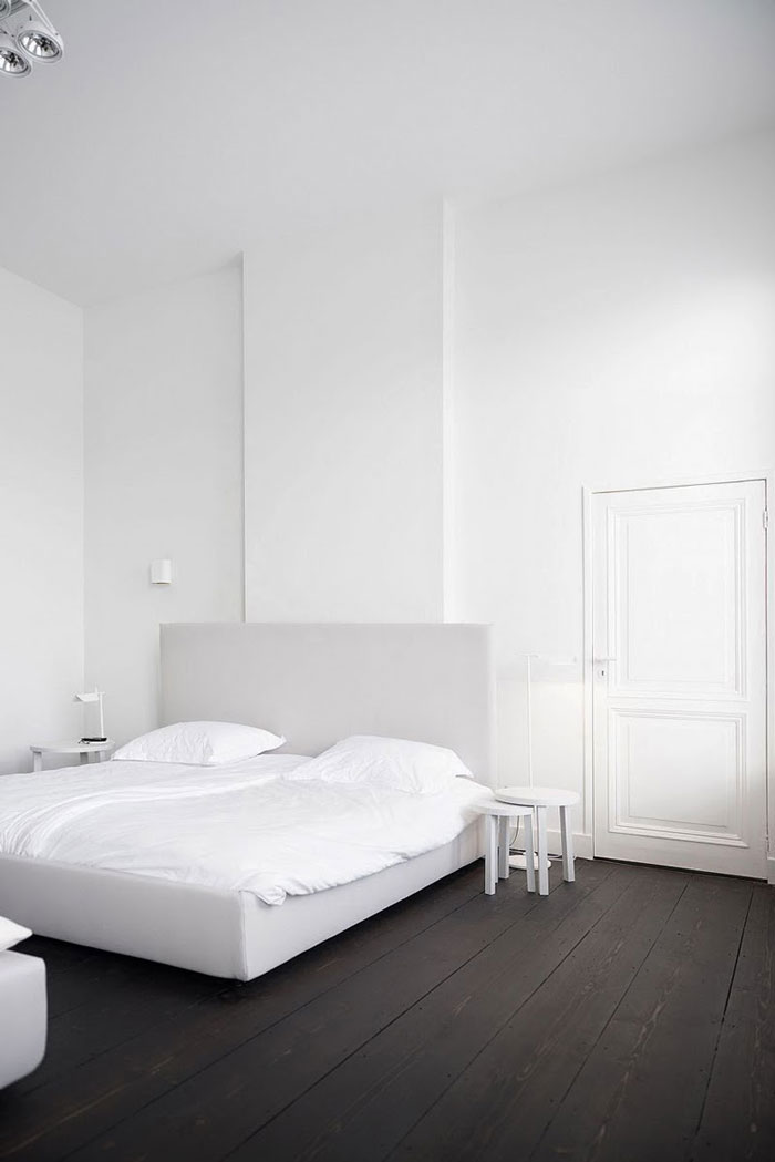 black-white-minimalist-apartment-01