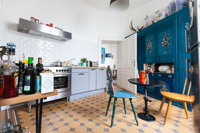 Funky-and-eclectic-apartment-in-Vienna-01
