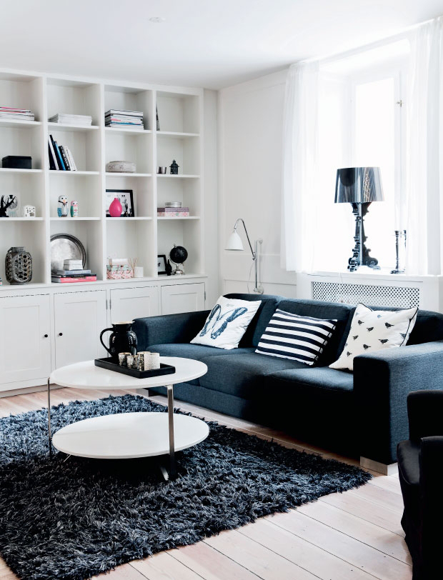 Black and White Apartment with a Touch of Pastels_1