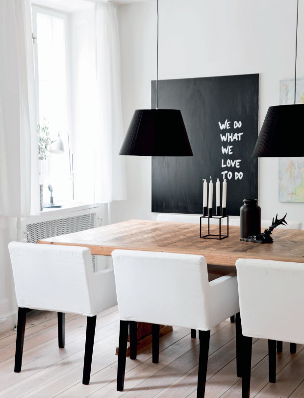 Black and White Apartment with a Touch of Pastels_5