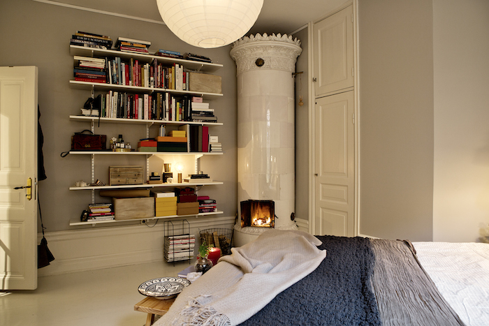A warm and charming Swedish apartment_9