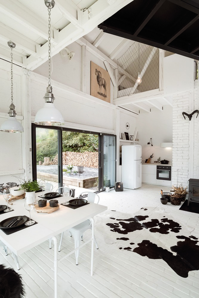 Remodelled Barn in Black and White_2