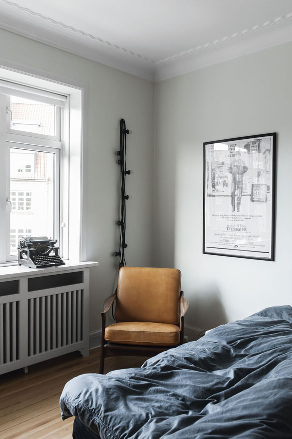 Cool-toned-student-apartment-10