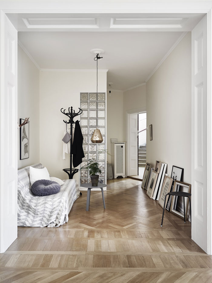 Pretty-and-eclectic-Gothenburg-apartment-09