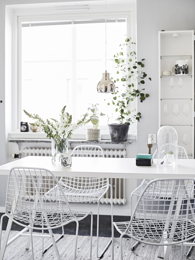 A cute monochrome home in Sweden_1