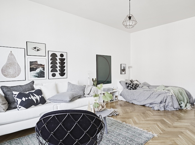 A cute monochrome home in Sweden_4