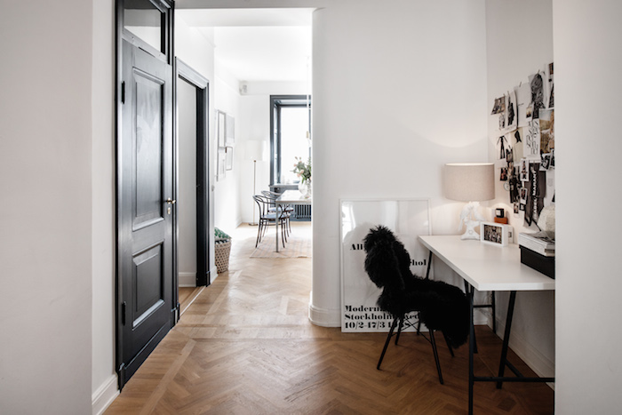 An elegant, classic apartment with a bold styling_2