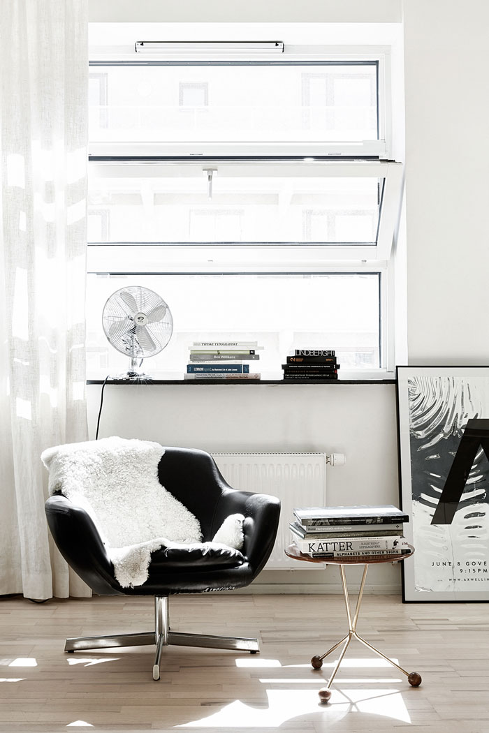 Black-and-white-studio-apartment-03