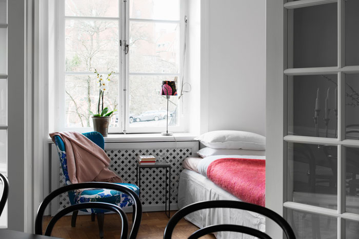 Chic-and-colorful-apartment-in-Stockholm-09