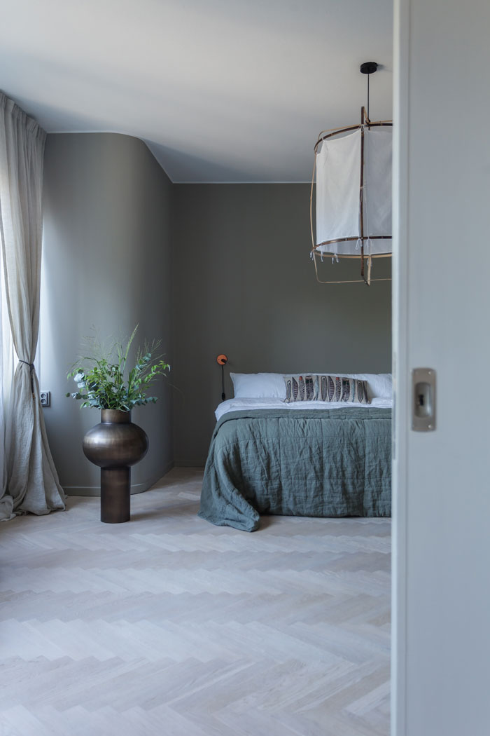 Grey-Apartment-with-Copper-Accents-07