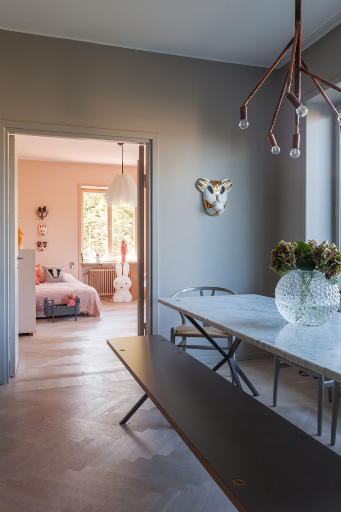 Grey-Apartment-with-Copper-Accents-08