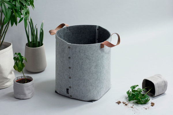 1206BOX-LAGRE-felt-basket-GRAY-Lifestyle-3_1024x1024
