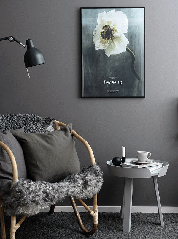 Dark and elegant apartment in Sweden_6