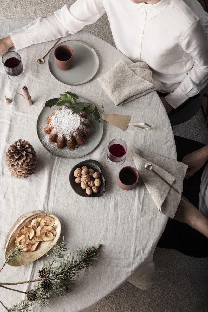 20 Beautiful Scandinavian Inspired Holiday Table Settings