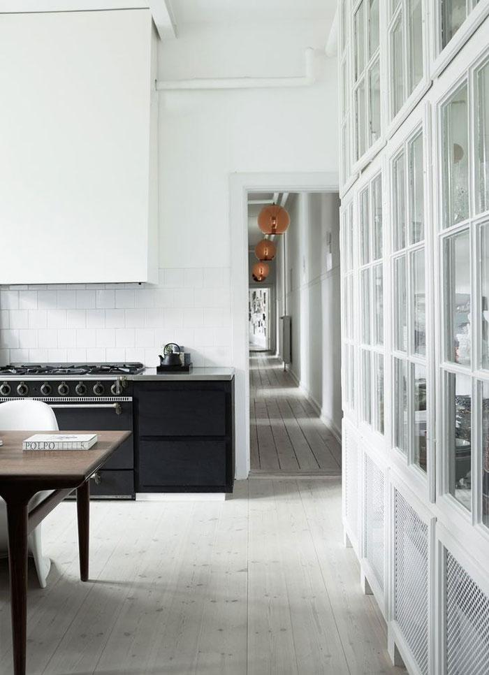Spacious-and-Bright-Copenhagen-Apartment-04