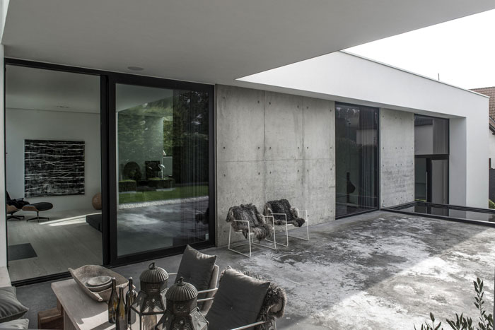 Concrete-and-timber-home-16