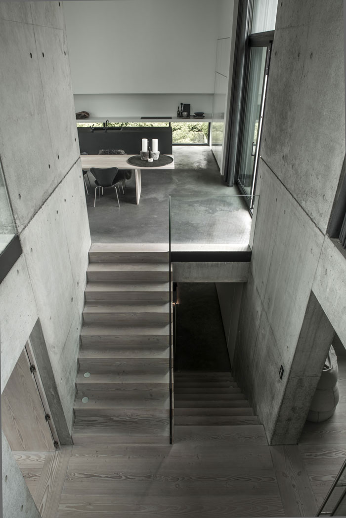 Concrete-and-timber-home-17