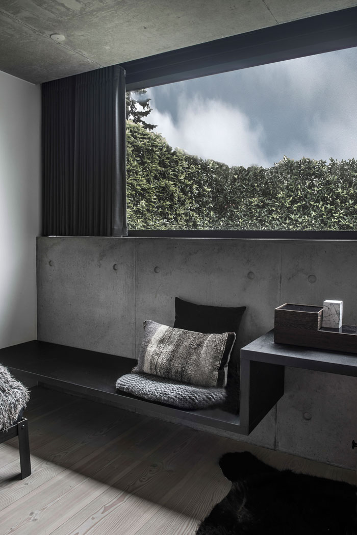 Concrete-and-timber-home-21