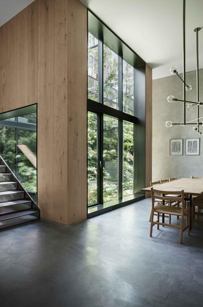 An amazing modern house with an atrium_10