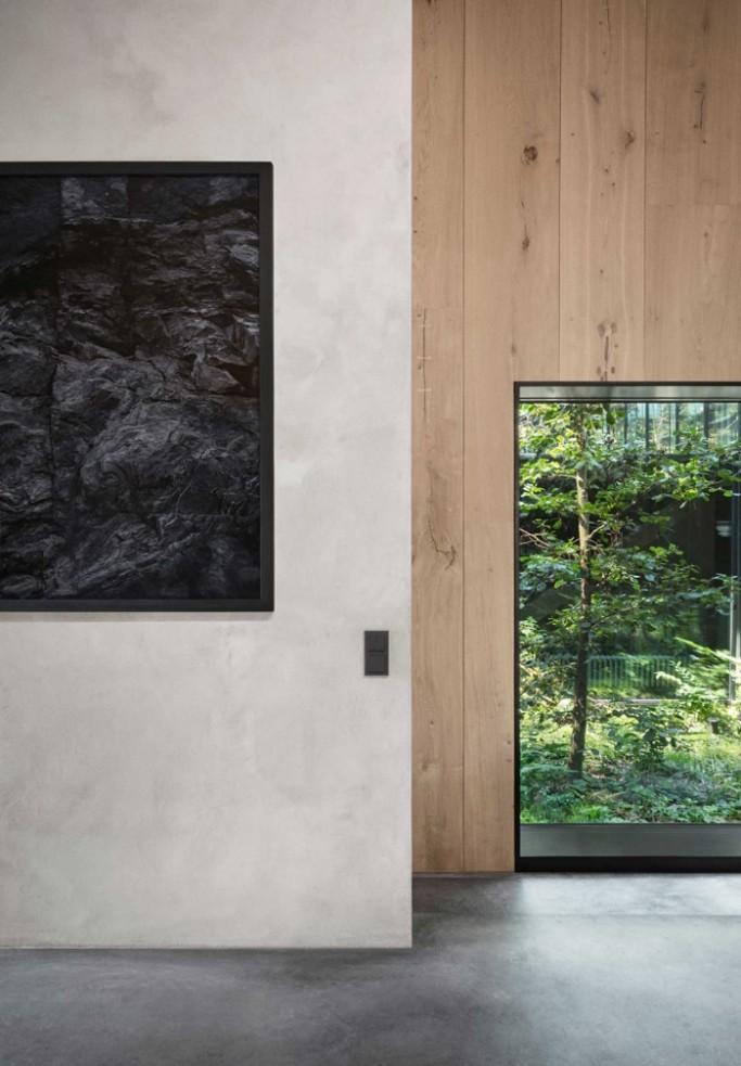 An amazing modern house with an atrium_12