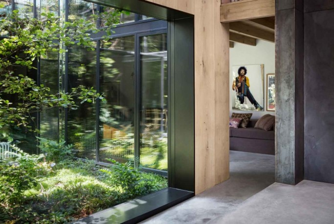 An amazing modern house with an atrium_3