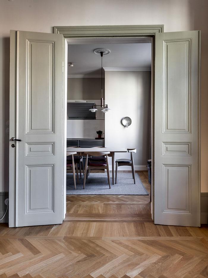 Elegant-Swedish-Apartment-Filled-with-Design-Classics-01