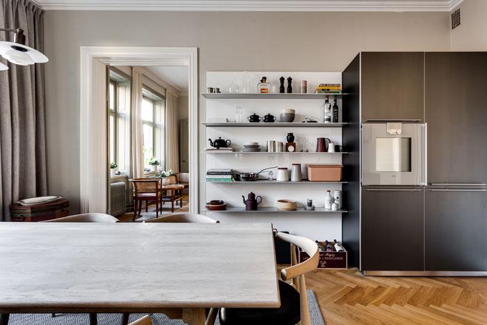 Elegant-Swedish-Apartment-Filled-with-Design-Classics-03