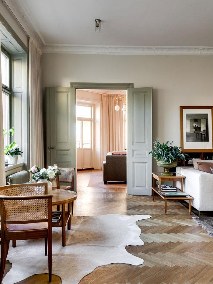Elegant-Swedish-Apartment-Filled-with-Design-Classics-05