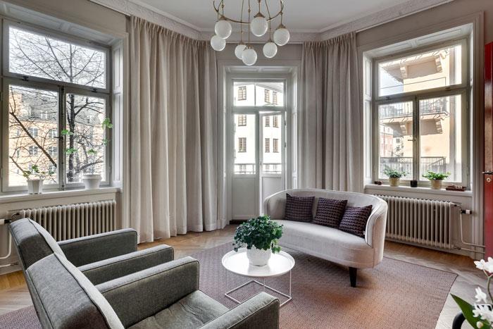 Elegant-Swedish-Apartment-Filled-with-Design-Classics-06