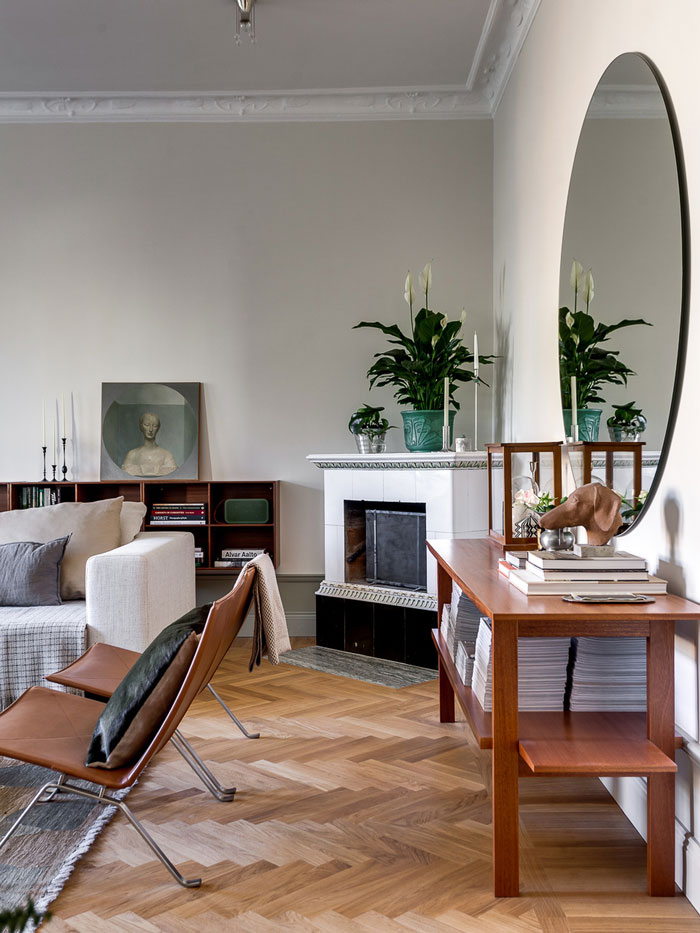 Elegant-Swedish-Apartment-Filled-with-Design-Classics-07