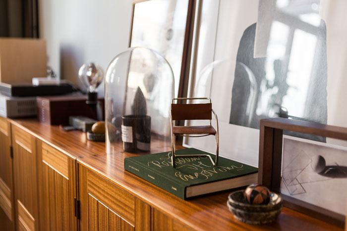 Elegant-Swedish-Apartment-Filled-with-Design-Classics-09