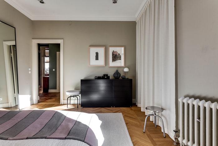 Elegant-Swedish-Apartment-Filled-with-Design-Classics-11
