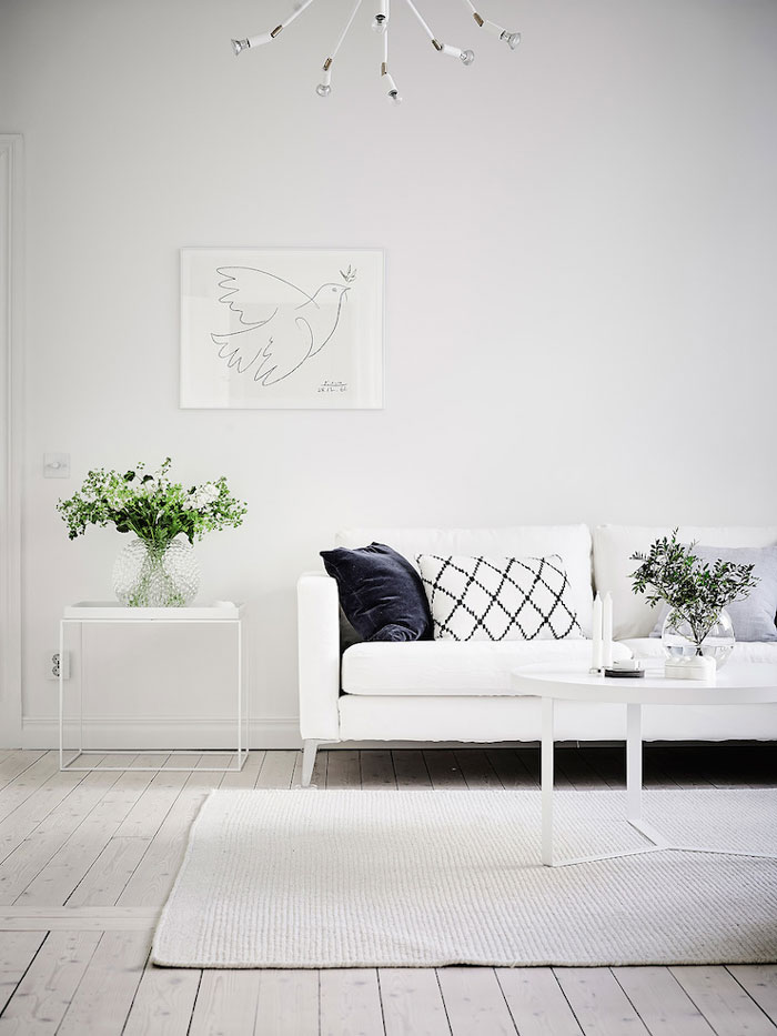 Simple-and-Minimalist-All-White-Apartment-03