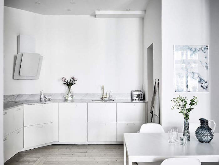 Simple-and-Minimalist-All-White-Apartment-04