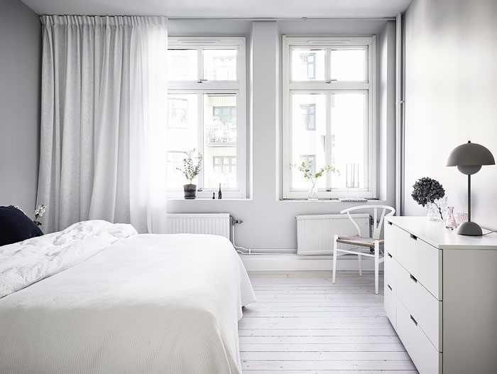 Simple-and-Minimalist-All-White-Apartment-09