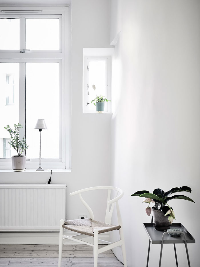 Simple-and-Minimalist-All-White-Apartment-11