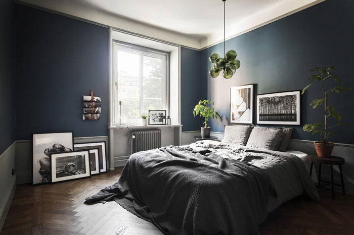 Stylish-Dark-and-Moody-Stockholm-Apartment-08