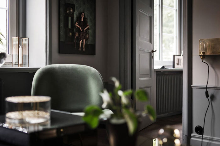 Stylish-Dark-and-Moody-Stockholm-Apartment-10