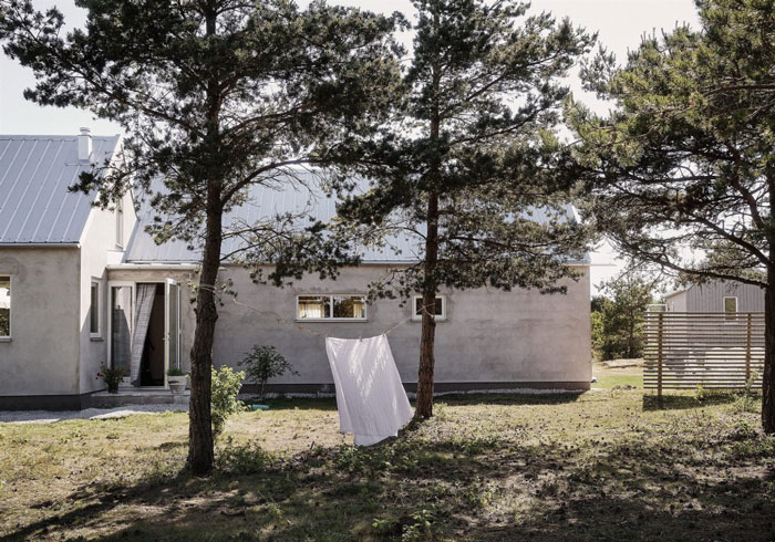 Tasteful-Gotland-Summer-Retreat-NordicDesign-01