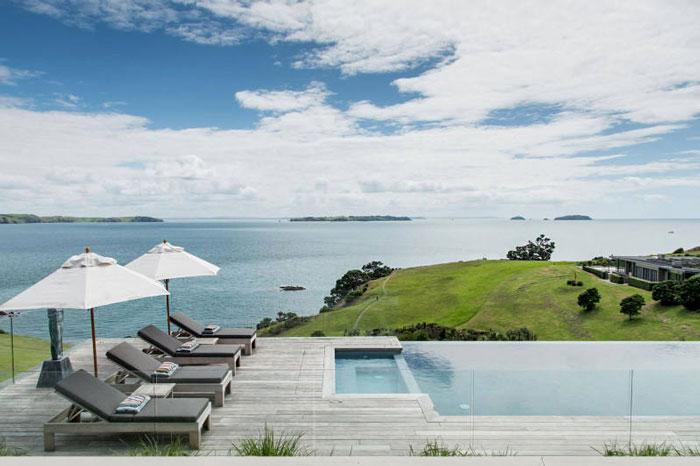 Backyard-to-Die-For-at-a-Modern-Barn-House-in-New-Zealand-04