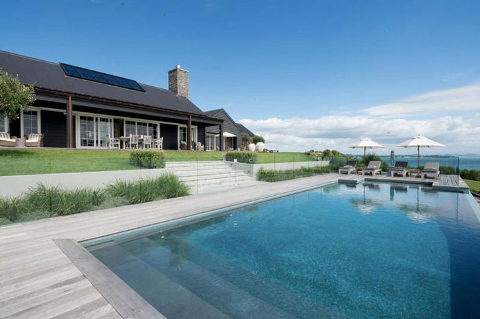 Backyard-to-Die-For-at-a-Modern-Barn-House-in-New-Zealand-05