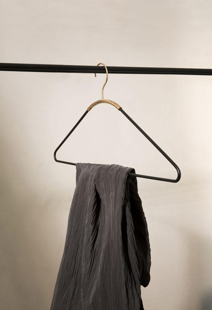 MenuAW16_AVA-Coat-Hanger