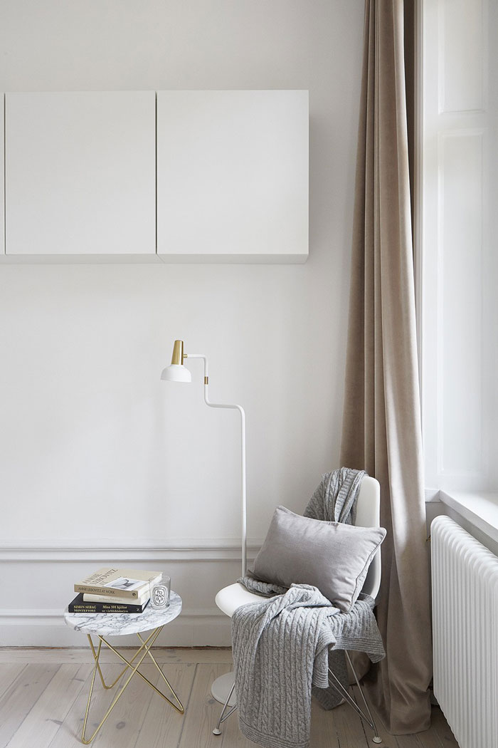 Beautifully-Simple-and-Pared-Down-Interior-02