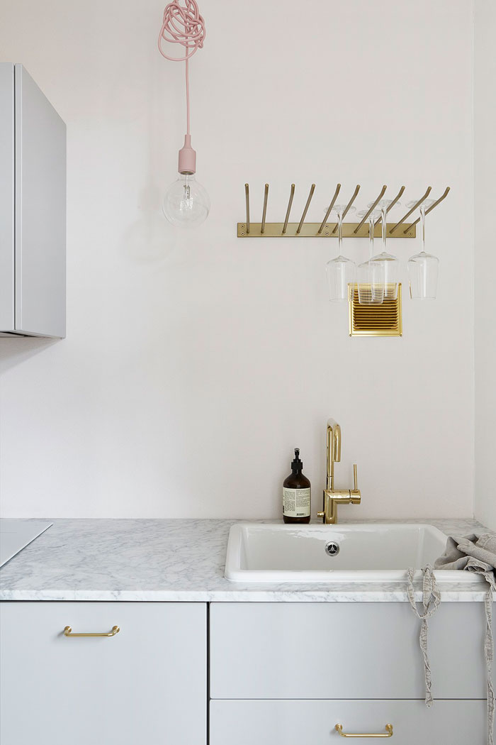 Beautifully-Simple-and-Pared-Down-Interior-04